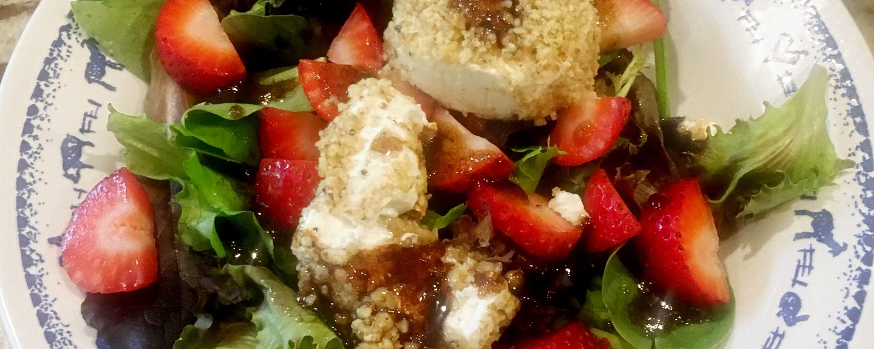 Salad with strawberries and balsamic vinegar